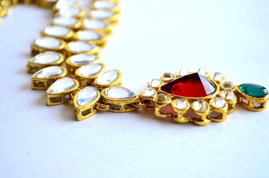 biżuteria jako dodatek do stylizacji ślubnej